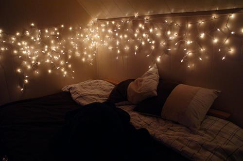 bedroom-christmas-lights