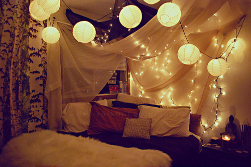 holiday-lights-in-a-bedroom-008