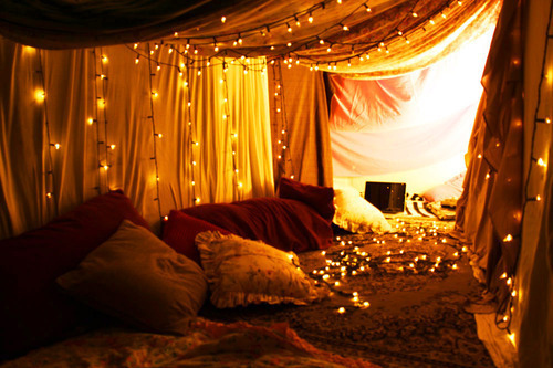 holiday-lights-in-a-bedroom-2